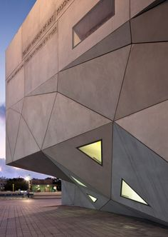 Tel Aviv Museum of Art Amir Building / Preston Scott Cohen