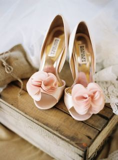 These ruffled pink wedding shoes by Badgley Mischka are dreamy! | XAAZA STYLE killer wedding shoes