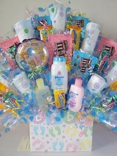 Looking for baby shower gift ideas? We have a pick of personalised baby shower gifts right here to help you out in finding the perfect present! Deco Baby Shower, Baby Shower Crafts, Baby Shower Gift Basket, Shower Bebe, Baby Baskets, Baby Shower Diapers, Baby Crafts, Baby Shower Favors, Baby Shower Parties