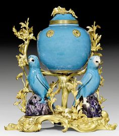 "POTPOURRI ""AUX PERROQUETS"", Louis XV, the porcelain China, 18th century, the bronze Paris,18th century. Matte and polished gilt bronze with turquoise blue porcelain."