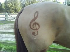 Music note horse clipping