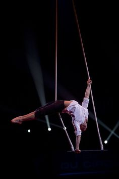"""buzzlightcyr: """"One of my favorite trapeze artists I was introduced to- Francois Gravel. Aerial Acrobatics, Aerial Dance, Aerial Hoop, Aerial Arts, Aerial Silks, Circus Aesthetic, Wild Is The Wind, Bo Staff, Ballet Boys"""