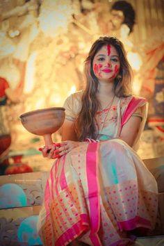 Beautiful Girl Indian, Most Beautiful Indian Actress, Beautiful Girl Image, Beautiful Saree, Simply Beautiful, Holi Girls, Bengali Bride, Bengali Saree, Indian Sarees