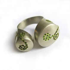 Green Coverings ring3 van Corina Rietveld