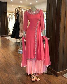 Haute spot for Indian Outfits. Pakistani Dresses, Indian Dresses, Indian Outfits, Indian Designer Outfits, Designer Dresses, Designer Punjabi Suits, Kurta Designs, Blouse Designs, Wedding Salwar Suits