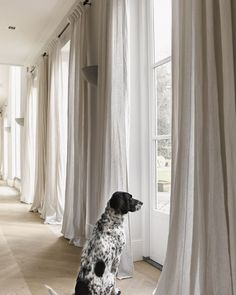 Selecting a curtain style for your new window treatment doesnt have to be confusing. Visit our website where you can plan out the style of curtains for all the rooms in your home or office. You can even order them online too. Pic via Curtains Living, Linen Curtains, Curtains With Blinds, Office Curtains, Window Curtains, Drapery, Cortinas Boho, Home And Living, Living Room