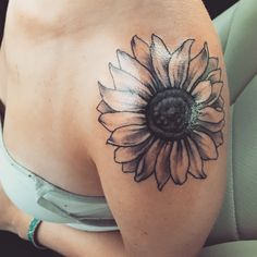 My new shoulder sunflower tattoo! Xoxo