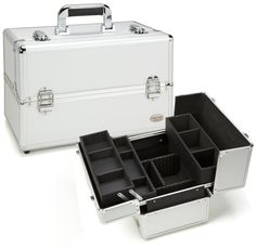 The perfect makeup storage and organizing case on the market features three separate storage trays along with bonus storage space underneath. The exterior is a vibrant silver color with silver aluminum trim. Makeup Brush Case, Makeup Box, Makeup Storage, Makeup Brushes, Makeup Ideas, Professional Makeup Case, Rolling Makeup Case, Beauty Treats, Train Case