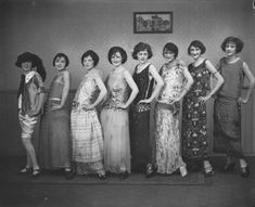 Being a Flapper wasn't only a matter of style. Daring, different, powerful, independant, exotic . are some of the words that resonate when I think of Flappers ! They are a huge source of inspiration. Flapper Girls, Flapper Era, Flapper Style, 1920s Style, Belle Epoque, Vestidos Vintage, Vintage Dresses, Vintage Outfits, Lovely Dresses