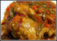 MIA¡¡¡¡ El sabor que queda es diferente .... no tiene nada que ver con pollo con pimientos ... os gustara .... INGREDIENTES: 1 BANDEJA DE ALAS DE POLLO 1 BOTE DE PIMIENTOS DE ENSALADA 1 CEBOLLA 2 ZANAHORIAS 50 DE ACEITE 25 BRANDY 20 DE TOMATE FRITO SALSA...