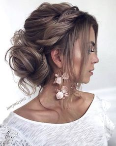 curly hair updos prom hairstyles updos formal hairstyles hair up wedding updos krullend haar opgestoken kapsels prom kapsels opgestoken formele kapsels kapsel bruiloft opgestoken # langhaarstijlen Wedding Hairstyles For Long Hair, Wedding Hair And Makeup, Hairstyles With Bangs, Hairstyle Ideas, Updo Hairstyles For Prom, Curly Updos For Medium Hair, Trendy Hairstyles, Bridal Hair Updo Loose, Prom Hair Updo Elegant