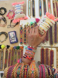 Jewelry Scale, Diy Jewelry, Jewelery, Thread Bracelets, Beaded Bracelets, Chevron Friendship Bracelets, Do It Yourself Jewelry, Bracelet Display, Beaded Jewelry Patterns