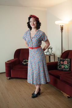 Vintage 1940s Dress - Darling WWII Era Floral Cotton 40s Day Dress in Paisley Floral by FabGabs on Etsy https://www.etsy.com/listing/259880212/vintage-1940s-dress-darling-wwii-era