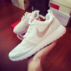 2015 Over 57% off Shoes For Cheap Bright White Upper Nike Unisex Roshe Run Customs White and Silver