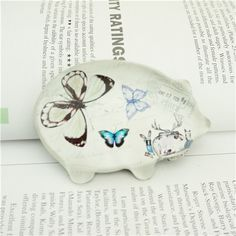 Crystal butterfly paperweight/Art glass paperweight This clear premium gifts glass paperweights is in a fashion look. The back is finished with a water resistant sealer for durability.
