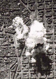 bombardeig al 1938 a Barcelona centre. City Photo, Centre, War, Antigua, Black And White, Fotografia