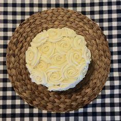layer chocolate cake roses