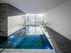 moderner Pool Naturstein Valser Quarzit Wohnhaus Köln Hahnwald Corneille Uedingslohmann Architekten