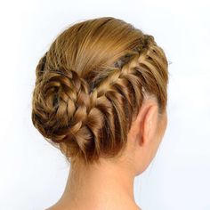 The Best Summer Hair Defrizzers Serum 2020.Styling gel on the front (best selling Frizz Ease is his choice) and combing it back into a little ballerina knot #ballerina#Stylinggel#Best#Summer#Hair#Defrizzers#Serum#combing# Braided Bun Hairstyles, Wedge Hairstyles, Long Face Hairstyles, Fringe Hairstyles, Undercut Hairstyles, Feathered Hairstyles, Formal Hairstyles, Hairstyles With Bangs, Wedding Hairstyles