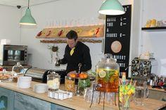 Bij de Minute bar in Groningen betaal je niet per consumptie, maar 5 eurocent per minuut. Kijk voor meer informatie op CityZapper.com