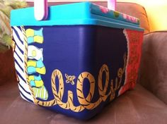 Wanna paint a cooler this pattern, looks just like our rush week shirts :) Cute Crafts, Diy Crafts, I Cool, Cool Stuff, Coolest Cooler, Frat Coolers, Fraternity Coolers, Cooler Designs, Little Presents