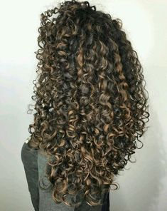 82 fun and sexy hairstyles for naturally curly hair - Hairstyles Trends Dyed Curly Hair, Colored Curly Hair, Curly Hair Care, Short Curly Hair, Curly Hair Styles, Natural Hair Styles, Wavy Hair, Curls Hair, Highlights Curly Hair