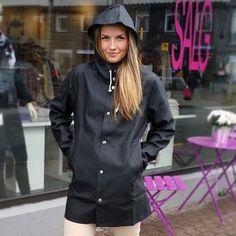 Black Raincoat, Pvc Raincoat, Hooded Raincoat, Rain Bonnet, Rainy Day Fashion, Rain Gear, Autumn Winter Fashion, Winter Style, Accessories