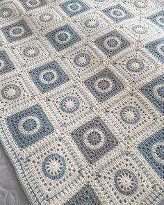Crochet Square Blanket, Granny Square Crochet Pattern, Crochet Squares, Crochet Motif, Crochet Designs, Crochet Stitches, Crochet Hooks, Crochet Bedspread Pattern, Afghan Crochet Patterns