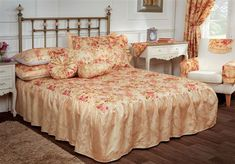 Versailles Luxury Bedspread in Single, Double and King Gold/Pink Luxury Bedspreads, Pillow Shams, Pillows, Quilted Bedspreads, Bed Throws, Versailles, Bed Spreads, King Size, No Frills