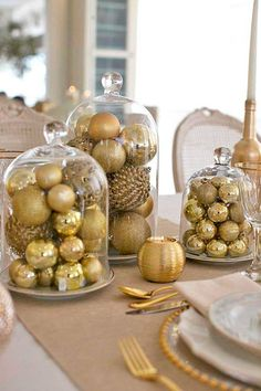 Indoor Christmas Decorations, New Years Decorations, Christmas Centerpieces, Christmas Themes, Noel Christmas, All Things Christmas, White Christmas, Christmas Dining Table, Christmas Table Settings
