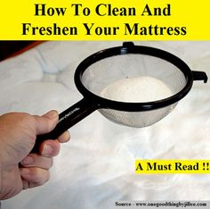 How to Clean a Mattress. 1 cup of baking soda & drops of lavender essential Oil, shake well & sift over half king size bed. Leave at least an hour, then vacuum. Wash bedsheets & blanket in hot water House Cleaning Tips, Spring Cleaning, Cleaning Hacks, Apartment Cleaning, Cleaners Homemade, Diy Cleaners, Mattress Cleaning, How To Clean Mattress, Baking Soda On Mattress