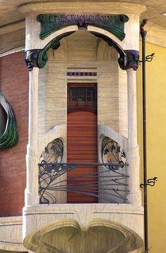 Balcone del Villino Broggi Caraceni (1910-1911), architetto Giovanni Michelazzi. Via Scipione Ammirato 99, Firenze. #Florence Italy #Art #Nouveau
