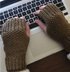 Free knit fingerless gloves pattern: Social Media Mitts