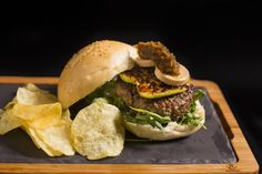 Nandu | Burger | Hamburguesa | Hamburguesería | Lugar: c/ Ramón trias fargas 2, 08005 Barcelona | Estilos de Comida: Hamburguesas - Tapas | Horario: Mar - Jue: 9:00 - 17:00, Vie - Sáb: 9:00 - 3:00, Dom: 9:00 - 21:00