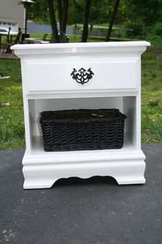 Refurbished Nightstand - easier and cheaper to make yourself thAn to buy already re-done