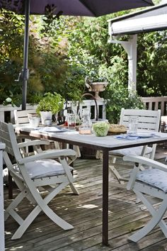 Bamsehytten i Rørvig   Outdoor Rooms, Outdoor Dining, Outdoor Furniture Sets, Outdoor Decor, Home Depot Adirondack Chairs, Patio Chairs, Eames Chairs, Porches, Winter Porch