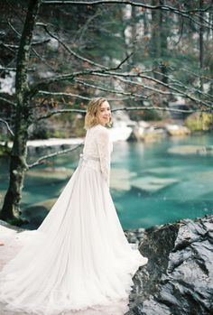 Switzerland inspiration shoot: http://www.stylemepretty.com/2017/05/25/switzerland-inspiration-session/ Photography: Momento Cativo - http://momentocativo.com/