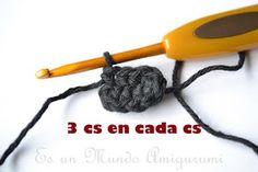 Osito con Polera a Rayas - Crochet - Crochet Teddy, Diy Crafts, Knitting, Crochet Cats, The World, T Shirt, Crochet Converse, Crochet Baby Toys, Crochet Cushions