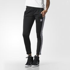 The classic look of sport style gets a modern update with a flattering slim fit. These women's track pants are made in shiny tricot that feels like soft satin. Finished with an embroidered Trefoil logo for authentic adidas Originals style.