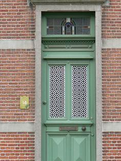 ziegelmauer-haustür-glas-grün-hell-blass-idee-design.jpg (500×666)