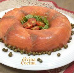 Esta receta de pastel de salmón frío sin horno es facilísima de preparar porque no lleva cocción al horno. Es un plato muy festivo para fiestas y reuniones.