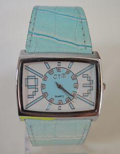 Дамски часовник в бледо син цвят, Онлайн магазин Моник