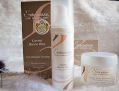 容光煥發美顏霜   是一款日霜,適合上妝前使用。  富含玻尿酸以及天然多聚糖,可以使肌膚看起來豐盈飽滿,奈米珍珠粉末可以使肌膚看起來更閃耀動人!