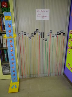 Preschool children measuring and comparing :) More ideas on theme mi .- Kleuters meten en vergelijken 🙂 Meer ideetjes rond thema mijn lichaam: *liestr* Measuring and comparing toddlers :] More ideas about my body theme: * liestr * - Body Preschool, Preschool Activities, Classroom Setup, Classroom Organization, School Fun, Pre School, Math Measurement, Measurement Kindergarten, Math For Kids