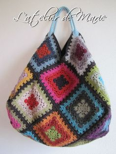 Nice shape on this granny square bag Crochet Diy, Beau Crochet, Crochet Mignon, Crochet Tote, Crochet Handbags, Crochet Purses, Love Crochet, Beautiful Crochet, Crochet Crafts