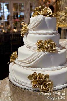 Love this elegant cake ♥