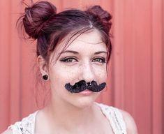 A női kóros és fokozott szőrnövekedést, szakszóval hirsutizmusnak nevezik, amelynek több oka lehet, de leginkább a tesztoszteron férfihormon szintjének megemelked