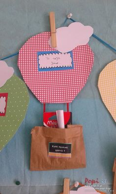 Hot air ballon δωράκια για την πρώτη μέρα - Back to school hot air ballon First Day Of Kindergarden, 1st Day Of School, Back To School Gifts, Easter Arts And Crafts, Crafts For Kids, September Crafts, Kindergarten Gifts, Invitation Card Birthday, Balloon Crafts