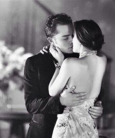 Blair Waldorf (Leighton Meester) kissing Chuck Bass (Ed Westwick) in Gossip Girl- that should be me!x(