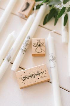 DIY Idee: Kerzen bestempeln Christmas On A Budget, Christmas Diy, Christmas Cards, Xmas, Chewing Gum, Wedding Cards, Diy Wedding, Winter Wedding Receptions, Decor Inspiration